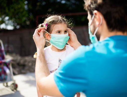 ensinar as crianças a usarem máscara