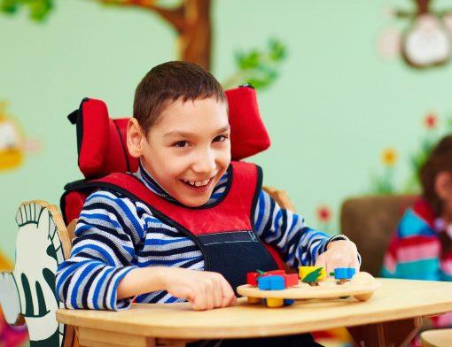 Brinquedos adaptados para paralisia cerebral