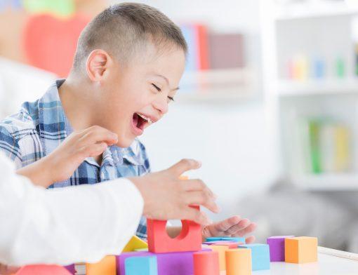 brinquedos para criança com deficiência